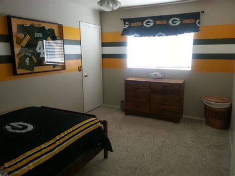 green bay packers bedroom ideas 29 best green bay packers rooms wo man caves images on