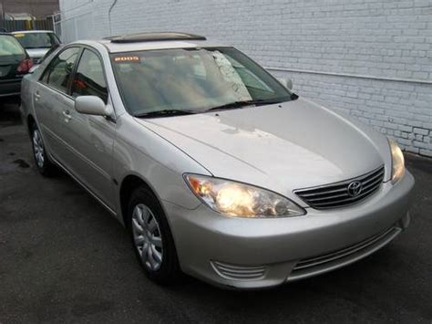 2005 silver toyota camry 2005 toyota camry le silver on gray w leather sun roof 1