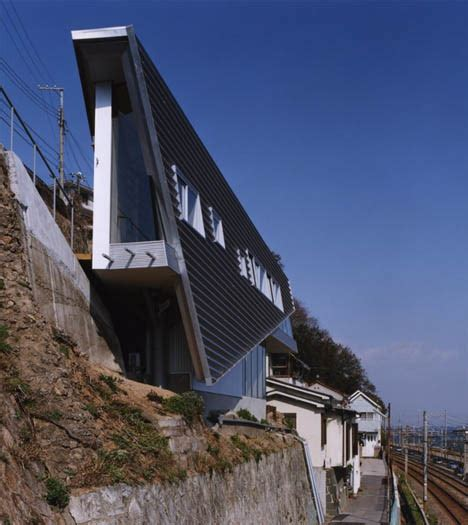 building a house on a slope the architectural art of building on sloped skinny sites