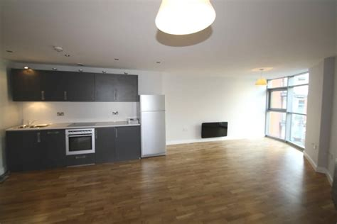2 bedroom apartments cardiff 2 bedroom apartment for sale in altolusso cardiff south
