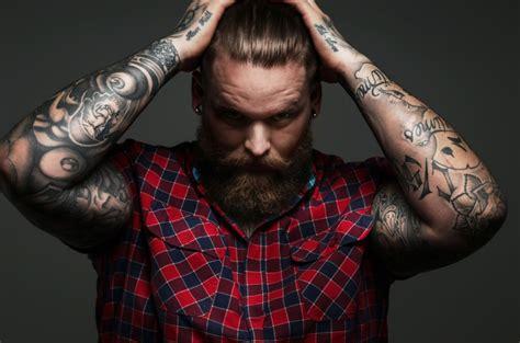 7 erros para evitar na hora de fazer uma tatuagem el hombre