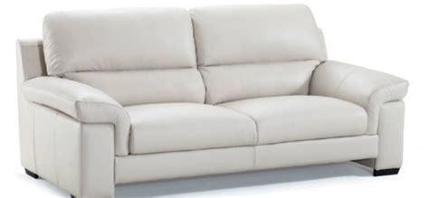 pulire il divano in pelle pulizia divano in pelle offerte in corso