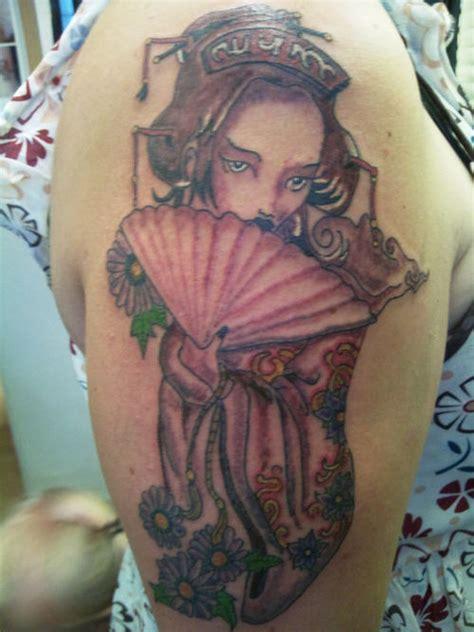 Geisha Fan Tattoo Designs | geisha girl on shoulder