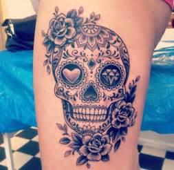 oltre 25 fantastiche idee su tatuaggi con teschio sulla