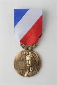 m 201 dailles et d 201 corations militaires m 233 dailles pendantes