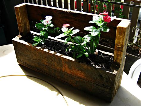the re workshop wall mounted planter box wood pallet