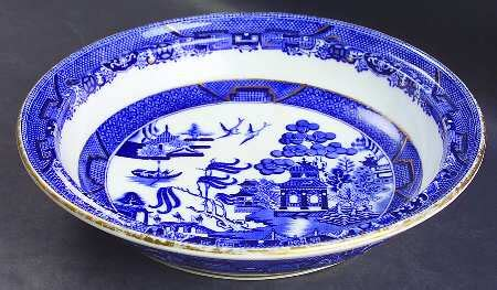 willow pattern with gold trim minton blue willow gold trim at replacements ltd