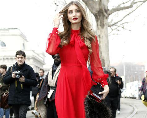 rote kleider kombinieren mit stil