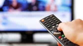 membuat iklan televisi beriklan di televisi versus facebook mana yang efektif