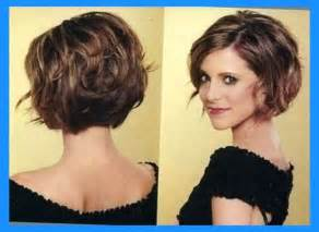 jaw lenght hairstyles that hug the 12 feminine short hairstyles for wavy hair easy everyday