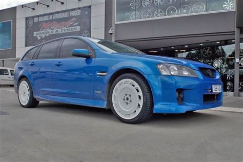 holden aero holden ve commodore with hdt aero 19 inch white