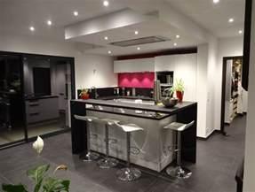 Superbe Hauteur D Un Ilot Central #1: cuisine-ilot-central-noir-blanc-rose.jpg