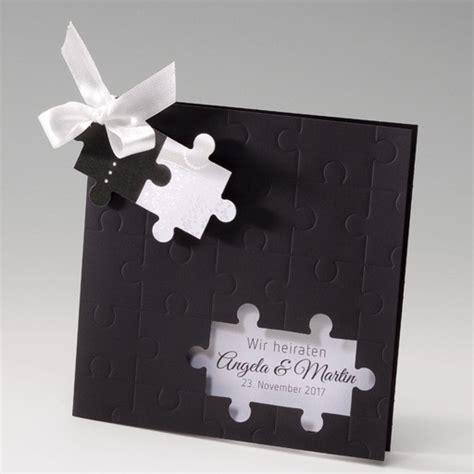 Einladungskarten Hochzeit Schwarz by Schwarze Einladungskarte Zur Hochzeit Mit Puzzle Und Schleife