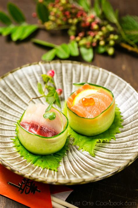 futon roll sushi cucumber wrapped sushi きゅうりの軍艦巻き just one cookbook