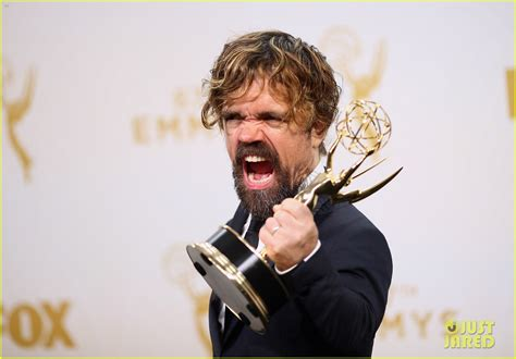 peter dinklage 2015 peter dinklage rocked a man bun at emmys 2015 photo