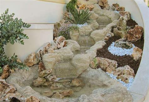 giardino con pietre mobili lavelli angolo giardino con pietre
