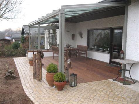 terrasse mediterran terrasse mit kalkstein cumaroholz