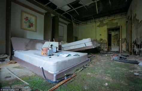Painting Graffiti On Bedroom Walls Left To Rot For 27 Years Inside Grossinger S Catskills Resort The Abandoned Borscht Belt