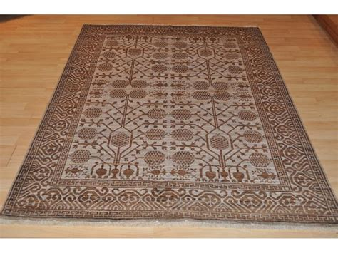 Handmade Carpet Designs - one of a hanmdade brown rug made out of