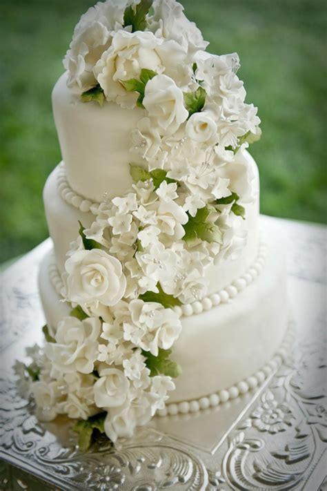 Hochzeitstorte Verzieren romantische deko f 252 r hochzeitstorte 110 bilder ideen