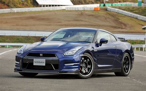 nissan skyline 2013 2013 nissan gt r front left view photo 6