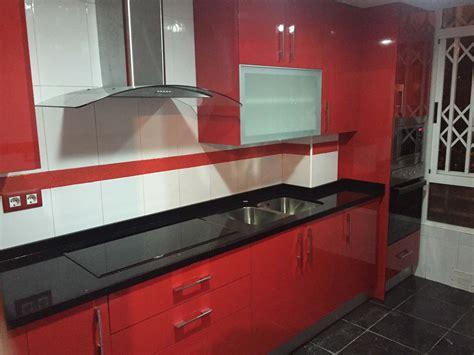 cocina blanca encimera roja encimeras de granito como elegir la encimera perfecta