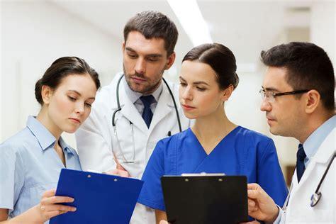 enfermeria salidas profesionales auxiliar de enfermer 237 a una profesi 243 n con futuro fp
