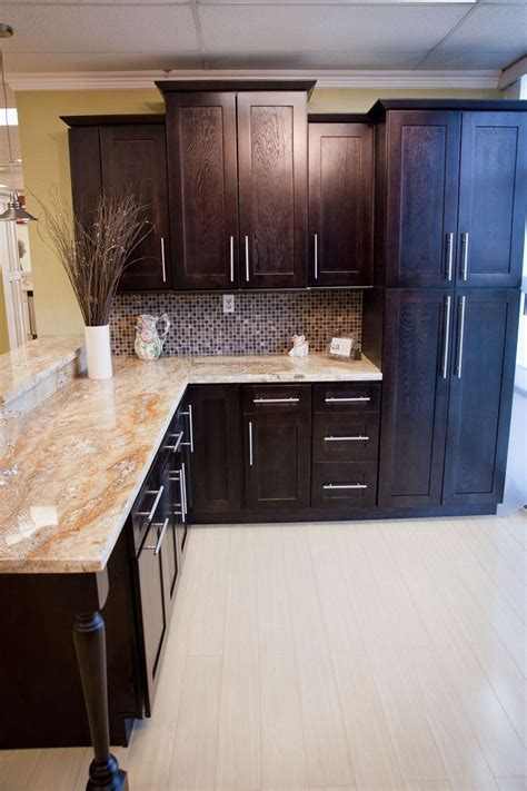 chocolate color kitchen cabinets chocolate shaker kitchen cabinets pictures