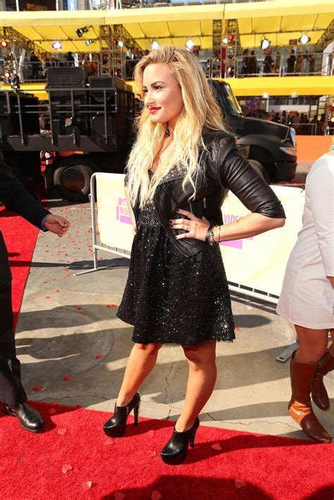 Carpet Demi And Work The Lbd by More Pics Of Demi Lovato Black Dress 8 Of 18