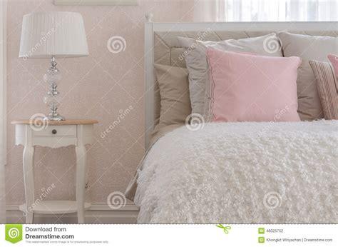Rosa Kissen by Rosa Kissen Auf Wei 223 Em Luxusbett Im Schlafzimmer Stockfoto