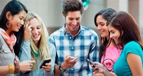 imagenes de adolescentes usando redes sociales el smartphone es la herramienta preferida por los j 243 venes