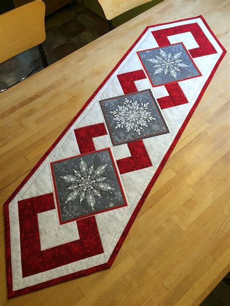 holiday runner ideas 699 best runners small quilted projects images on