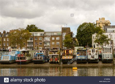 house boats to buy london houseboats on the river thames near to chelsea harbour