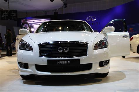 infinity m class top cars in 2012 us rankings drivemeonline