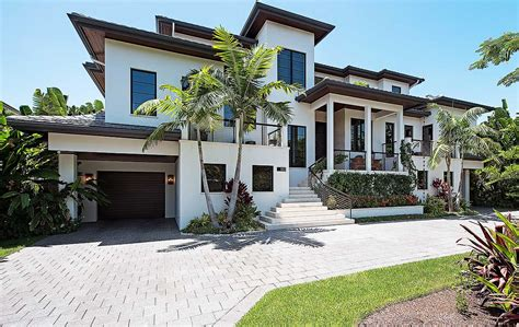 florida home with or second floor master suite