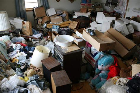 Hoarder House by Inside A Hoarder S Home 22 Pics Izismile