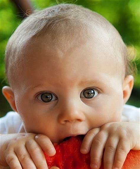 alimentazione neonato 2 mesi neonato di 4 mesi alimentazione crescita e sviluppo