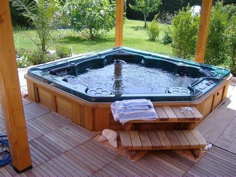 Outdoor Hot Tub | outdoor jacuzzi hot tubs and what you should know about