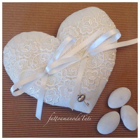 cuscini a forma di cuore cuscino per le fedi a forma di cuore in lino bianco e
