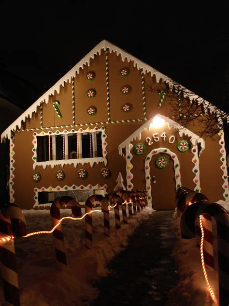 gingerbread house christmas lights
