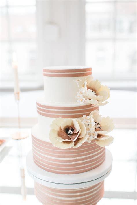 Hochzeitstorte Kupfer by Elegante Hochzeit Im Winter In Zartem Serenity Und Kupfer