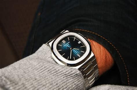 Pp 010 X 15x25 patek philippe nautilus 5711 great pin montre watches and blue