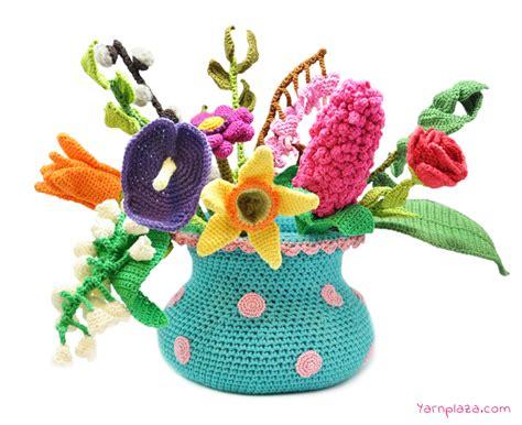 Crochet Flower Vase Pattern by Crochet Along Vase And Flowers Free Cal Crochet Patterns