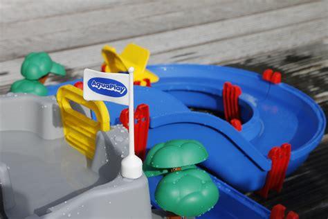 wasserspielzeug garten aquaplay wasserbahn wasserspielzeug f 252 r den garten inkl