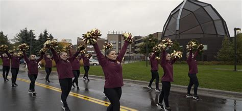 umd homecoming parade perfect duluth day
