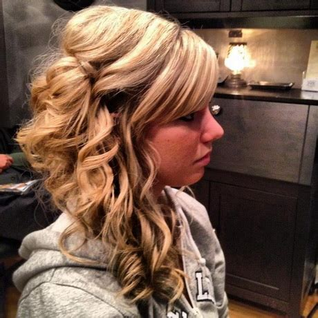 homecoming hairstyles off to the side side prom hairstyles