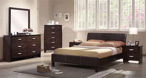 rich merlot finish contemporary bedroom wplatform bed