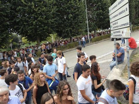 test ingresso biotecnologie la carica dei 1300 gli studenti provano i test d ingresso