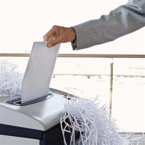 Shed Paper by Choosing The Best Paper Shredder For Home Use