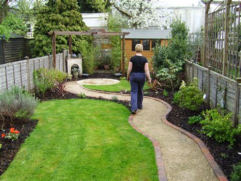 Small But Perfectly Formed Floral Hardy Landscape Design For Small Backyard